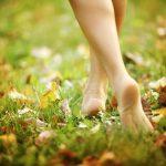 Berjalan tanpa alas kaki untuk kesehatan