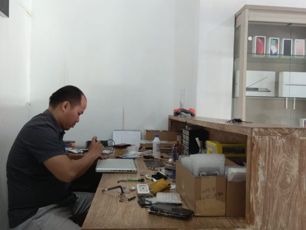 Macbook and iPhone service in Bali